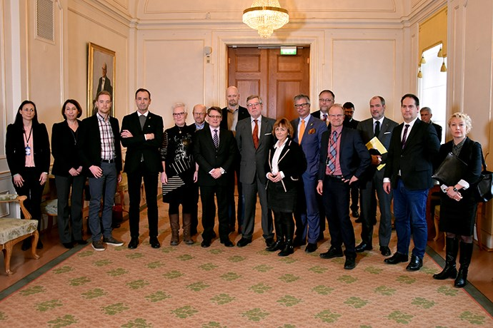 Ewa stenberg statsministern behover drilla balanssinnet